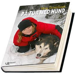 Nina Skramstad bok ¨på tur med hund¨